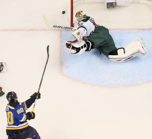 Dubnyk swings momentum back to Wild