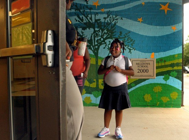 At First Day In Riverview Gardens Students Show Up To Cheers News