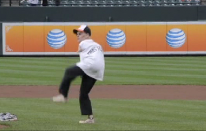 Fan throws out first pitch with no arms