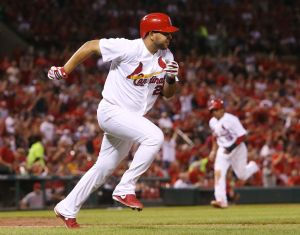 Lynn gets 14th win as Cards sweep Reds