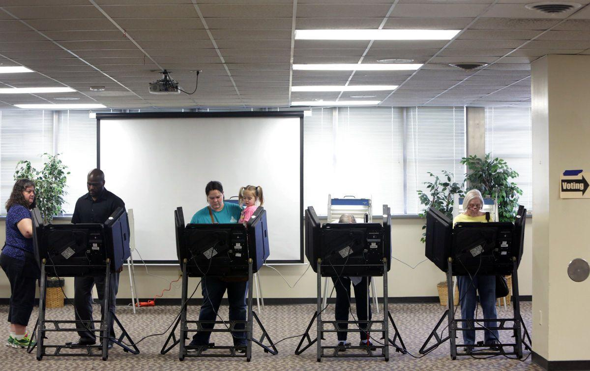 Online color voter id - Voters Hit The Polls To Cast Ballots In Presidential Primary 2016