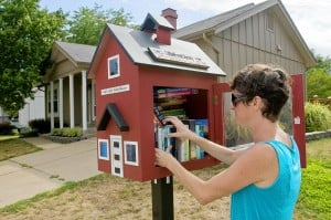 Library in box sprouts from Ballwin lawn (USA)
