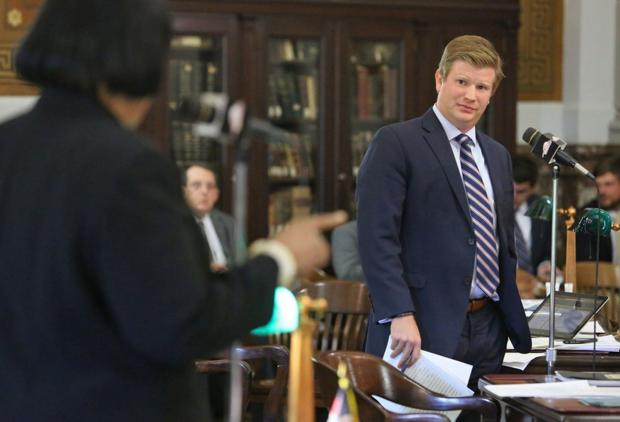 Judge blocks St. Louis minimum wage law