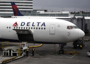 US airlines raise base fares on domestic flights