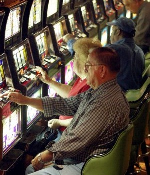 Slots at Illinois horse tracks? Casinos hope not