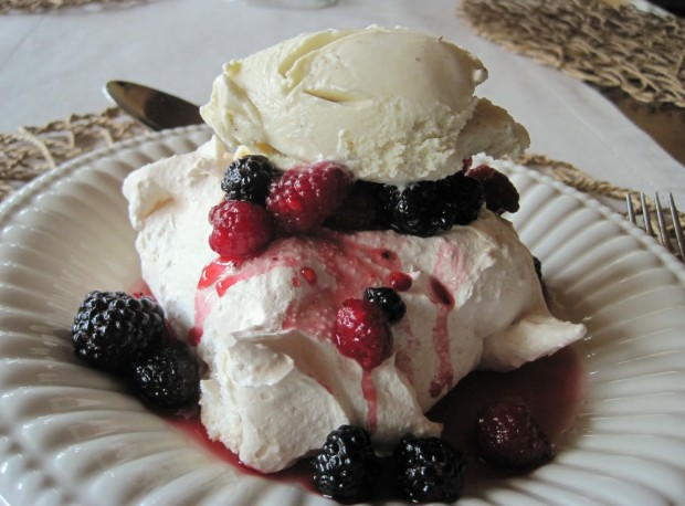 Meringues With Strawberries And Whipped Cream (Schaum Torte) Recipe ...