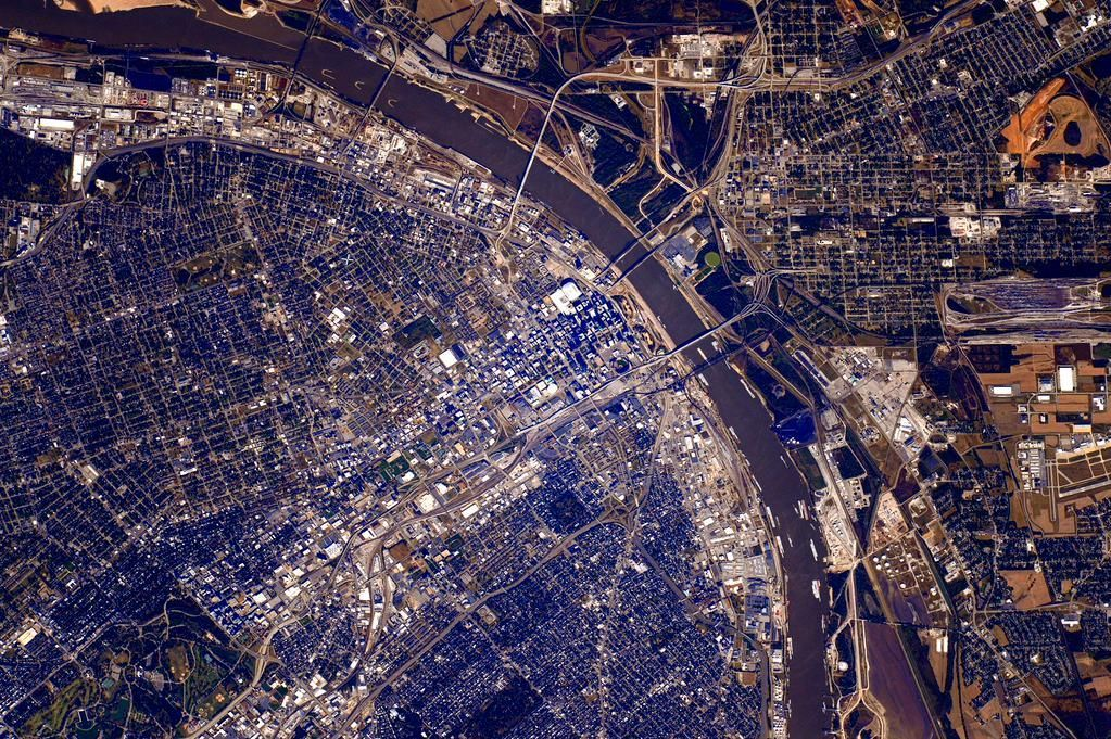 astronaut posts st louis photo from space joe 39 s st louis. Black Bedroom Furniture Sets. Home Design Ideas