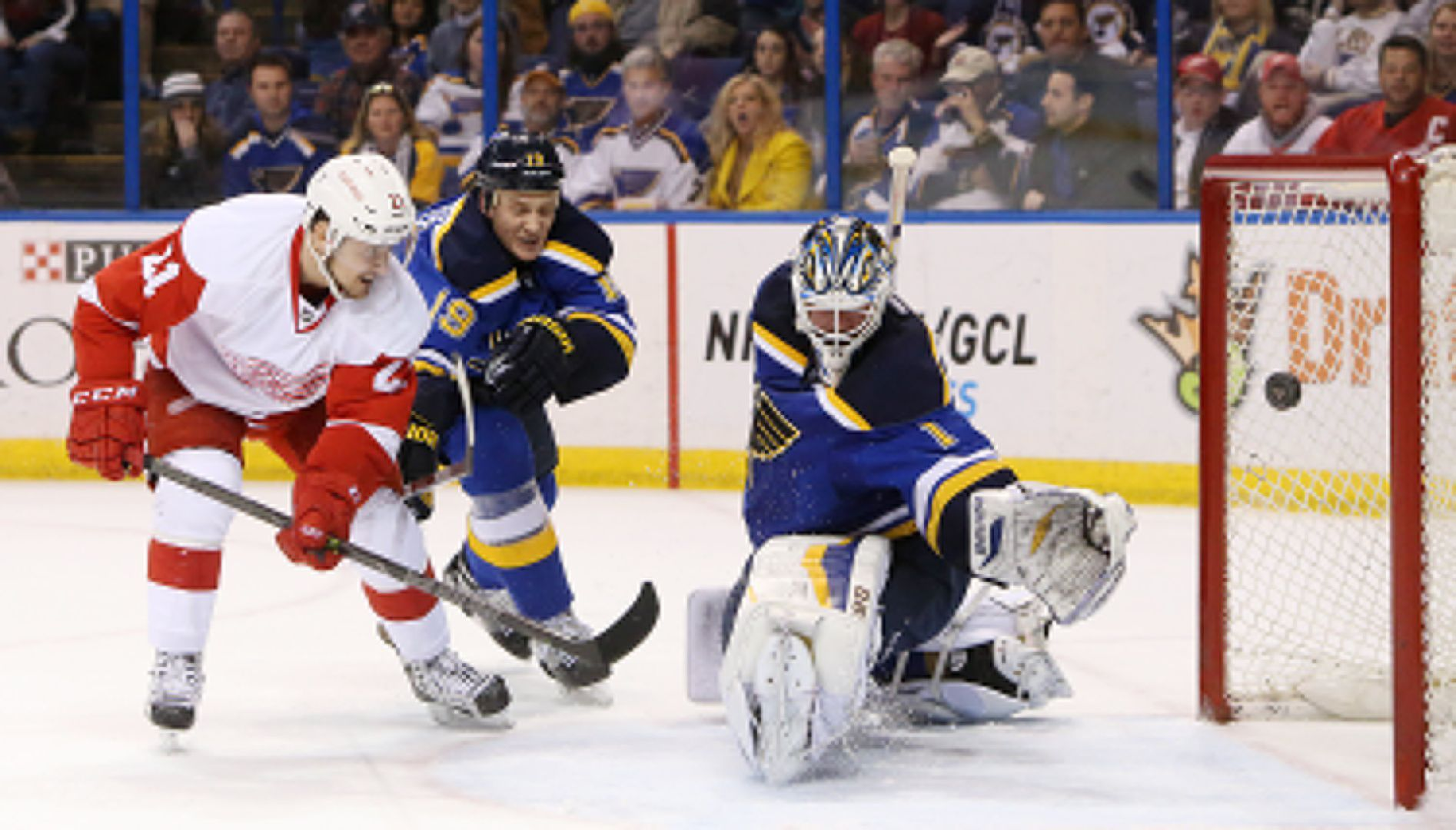 Blues fall to Red Wings in final seconds of OT
