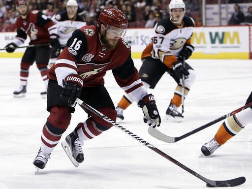 NHL roundup: Coyotes score three in first period, hold off Ducks