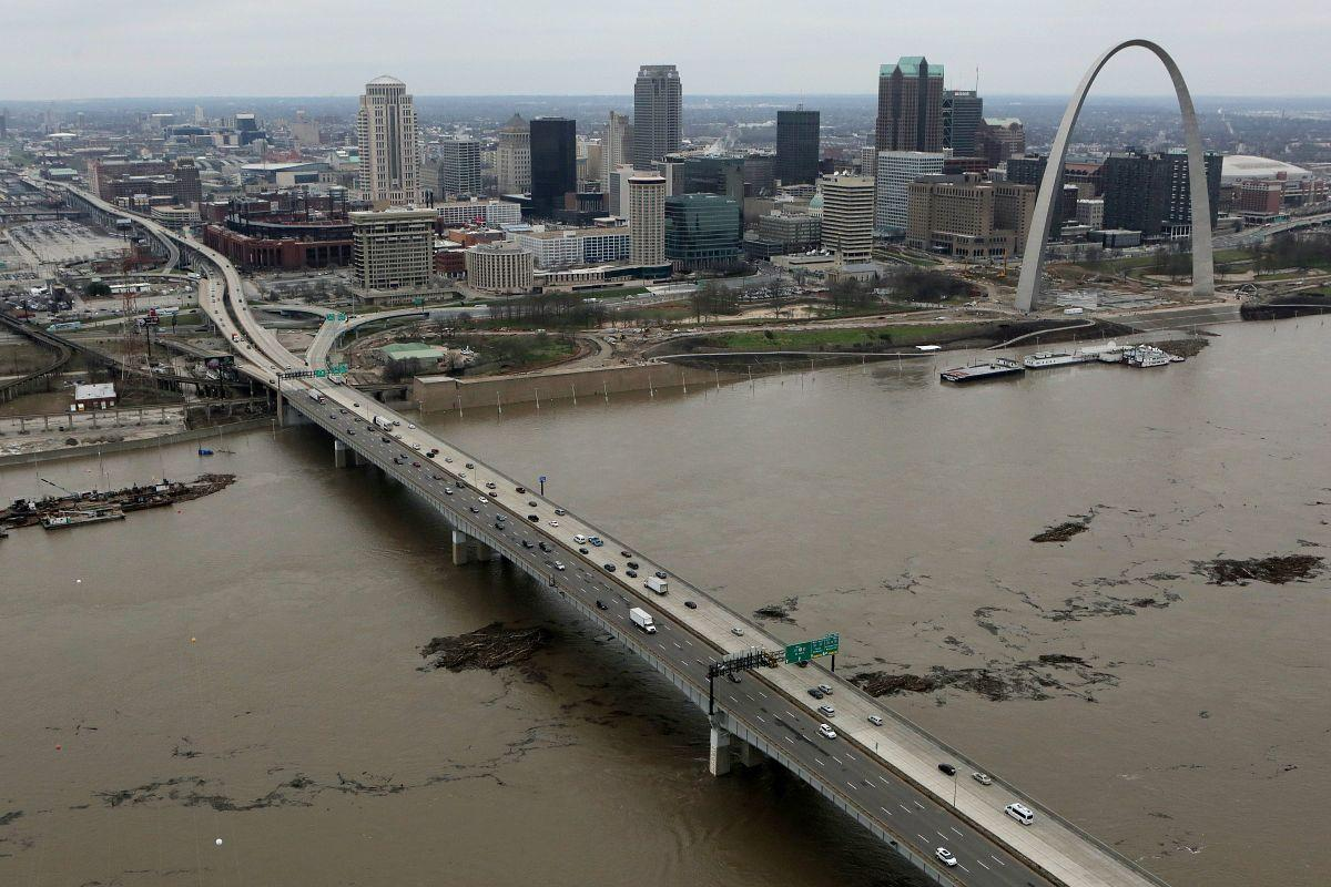 the mississippi river and the history of river traffic Wsb: atlanta's news, weather and traffic  officers have recovered a body from  the ms river which was found near tom lee park.