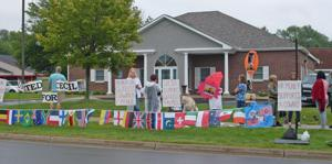 Group gathers to 'roar for Cecil' near Eden Prairie dentist's office
