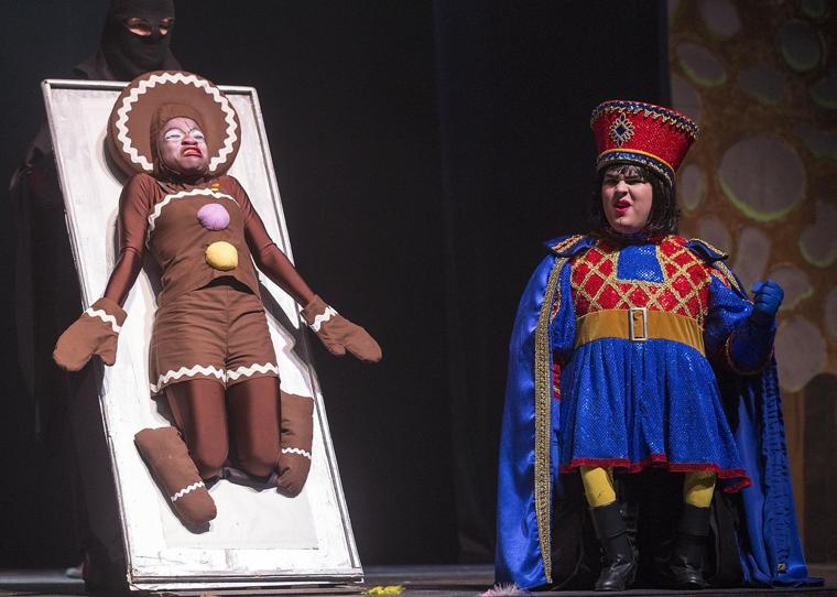 shrek essay lord farquaad Shrek essay   amanda nelson  lord farquaad is like a traditional prince because he looks royal clothes, wants to marry and owns a large castle.