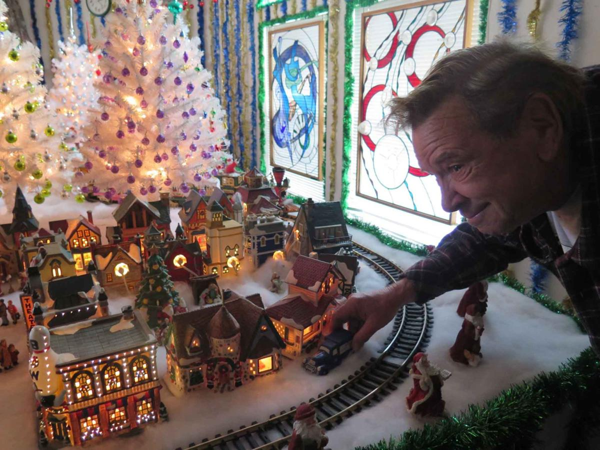 Local man's extravagant Christmas decorations light up Golden Hills home