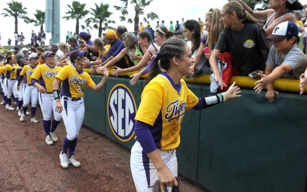 Sydney Bourg and Taylor Lockwood leaving LSU softball team _lowres