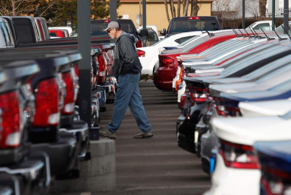 Chrysler, Nissan sales up; Ford, GM, VW down _lowres
