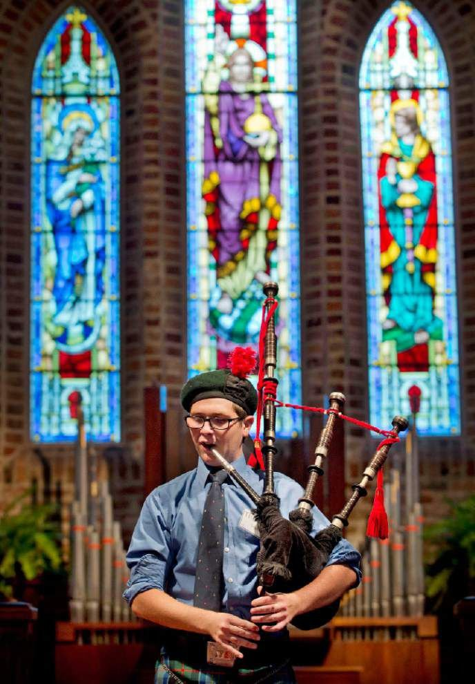 Video: Bagpipe players and drummers gather for competition _lowres