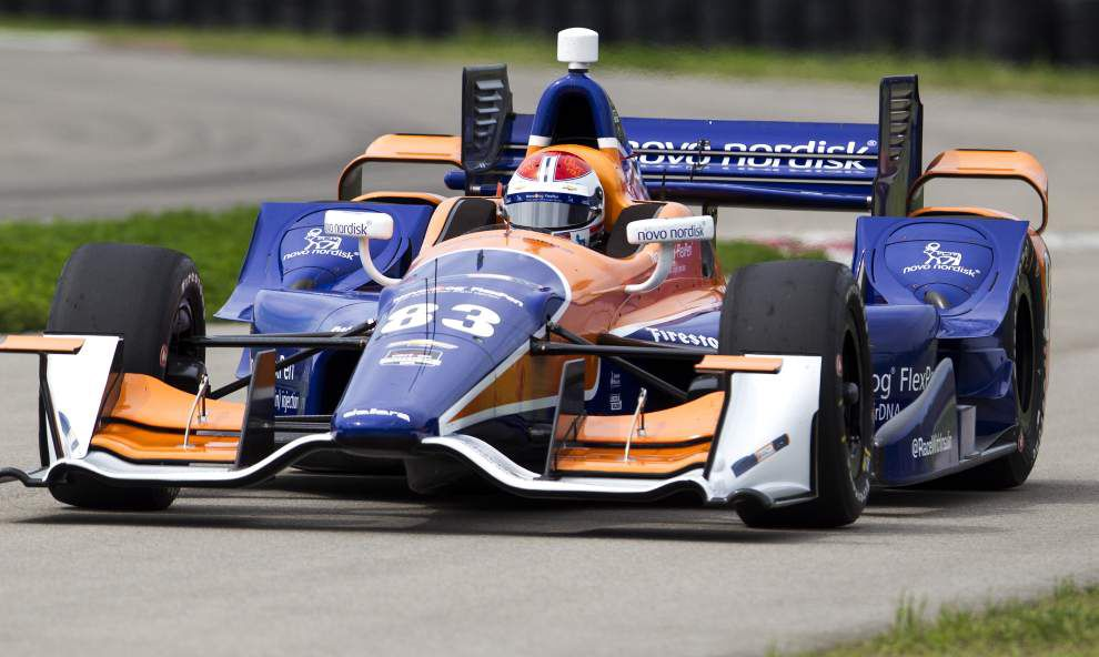 IndyCar's new aero kits come in two flavors: Honda or Chevrolet. What's the difference? _lowres