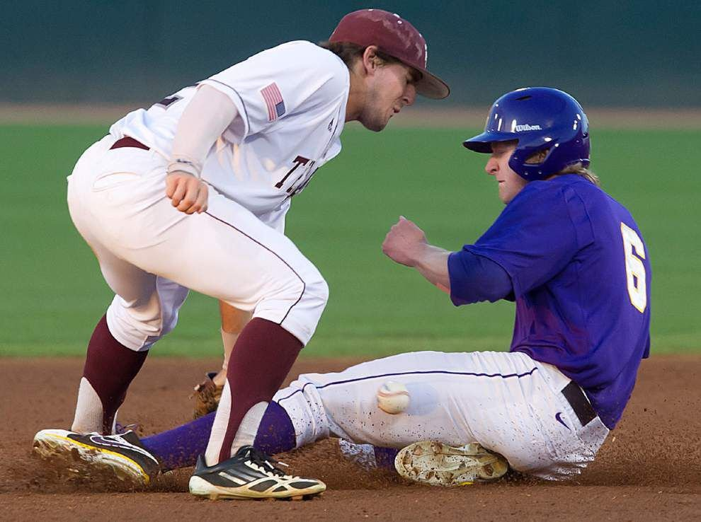 LSU delivers in 10th inning for wild win at Texas A&M _lowres