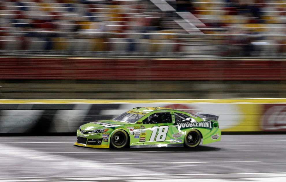 Kyle Busch takes pole at Charlotte _lowres