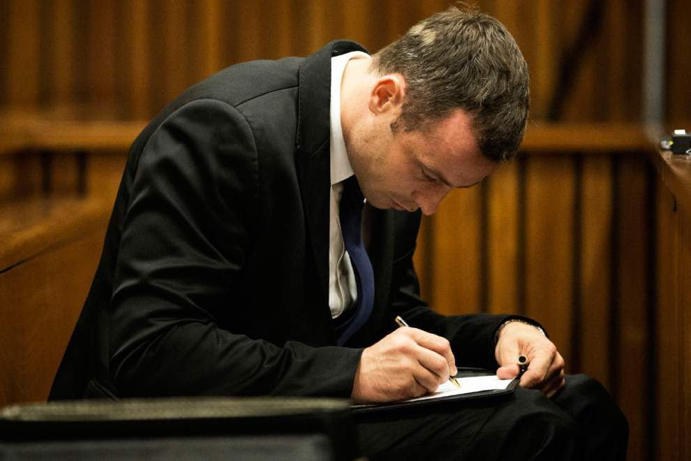 Witness: Pistorius prayed over his shot girlfriend _lowres