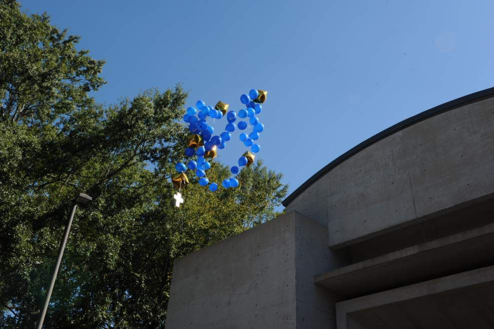 St. Jean Vianney release balloons as lesson on the rosary _lowres