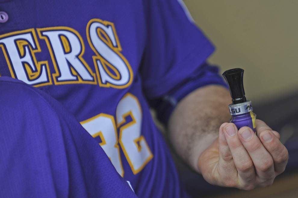 'Duck Dynasty' star Jase Robertson gives LSU baseball team a pregame speech _lowres