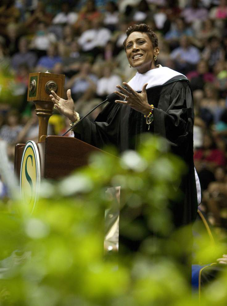 ABC's Robin Roberts gets honorary doctorate from alma mater SLU _lowres
