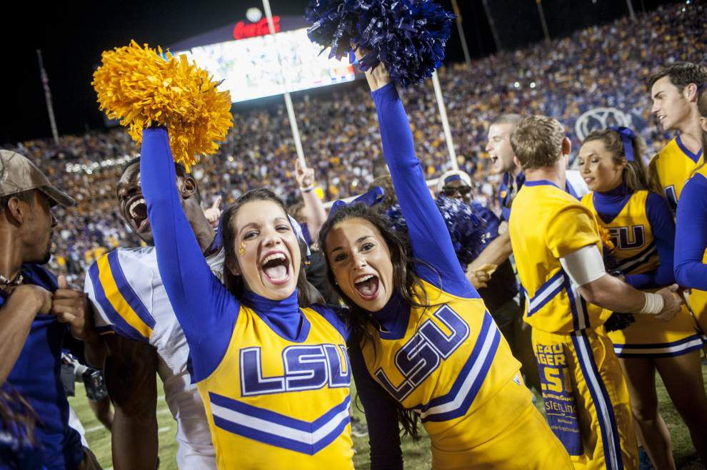 Plan early to find free parking when the Tigers take on the Crimson Tide _lowres