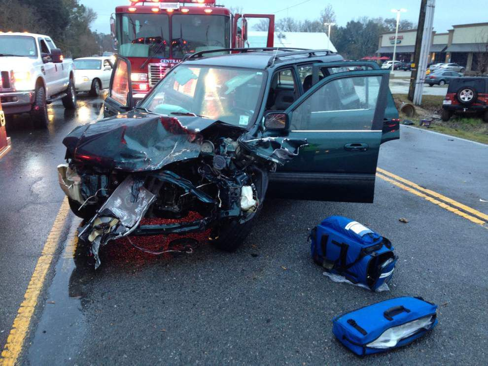 4 injured in head-on collision on Wax Road _lowres