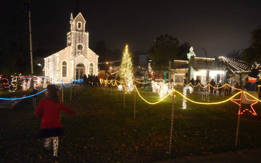 Three holiday light shows plugging in on Friday night _lowres