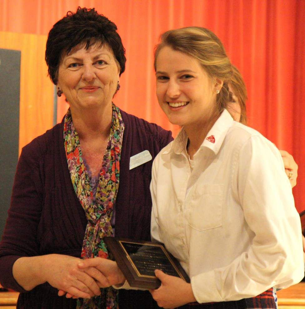 Students honored for service hours _lowres
