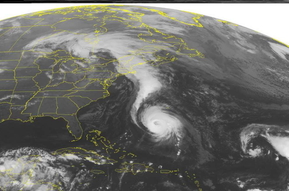 Category 4 Hurricane Gonzalo closing in on Bermuda _lowres