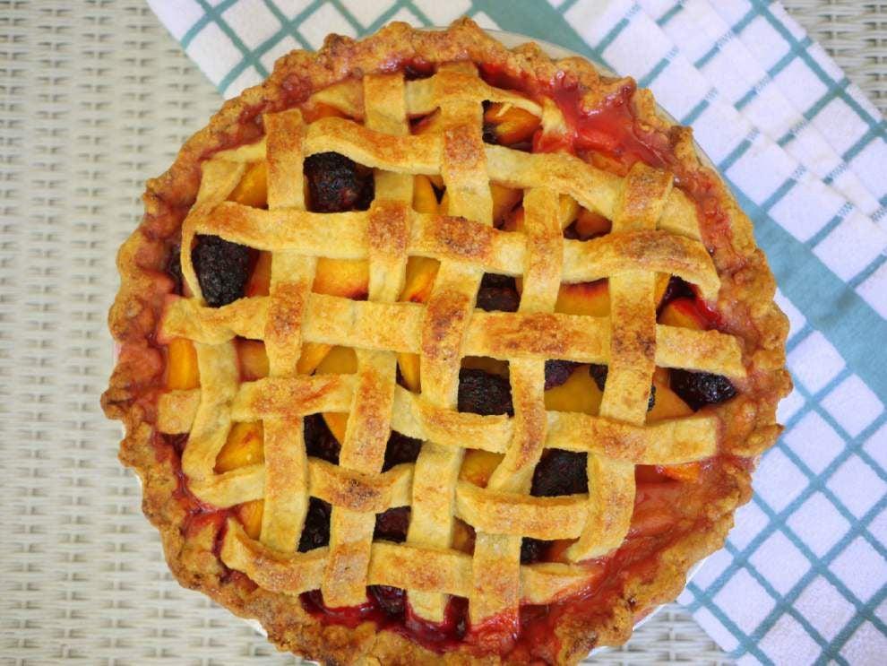 Lattice Peach and Blackberry Pie _lowres