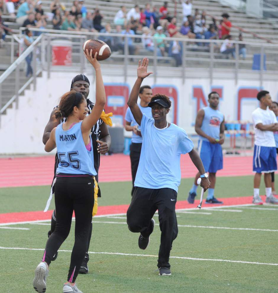 Girls raise $515 in powderpuff game _lowres