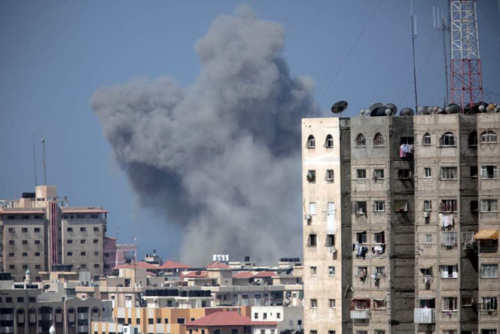Israel, Hamas resume fire after 3-day Gaza truce _lowres