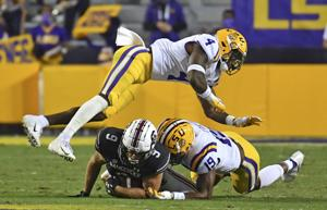 LSU rebounds dominant 52-24 win over South Carolina with explosive plays