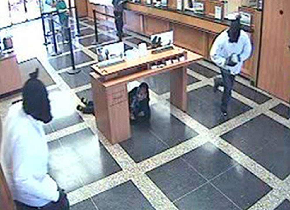 Masked men rob Lafayette bank, no one injured _lowres