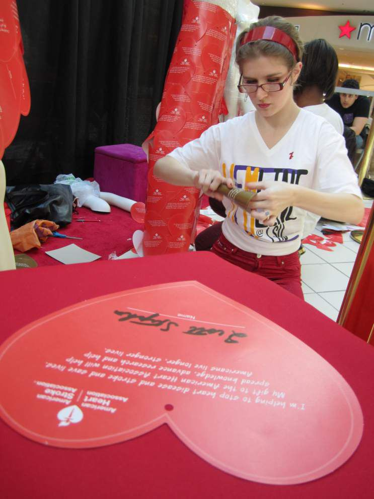 Raising awareness about heart disease in women gets fashionable _lowres
