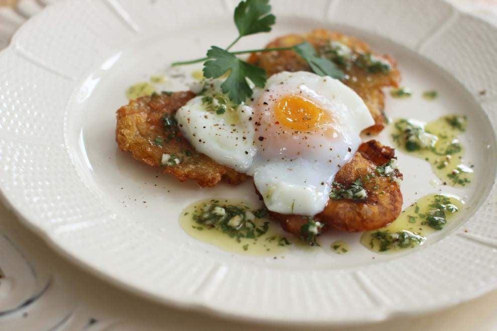 Tostones Eggs Benedict With Cilantro Sauce _lowres