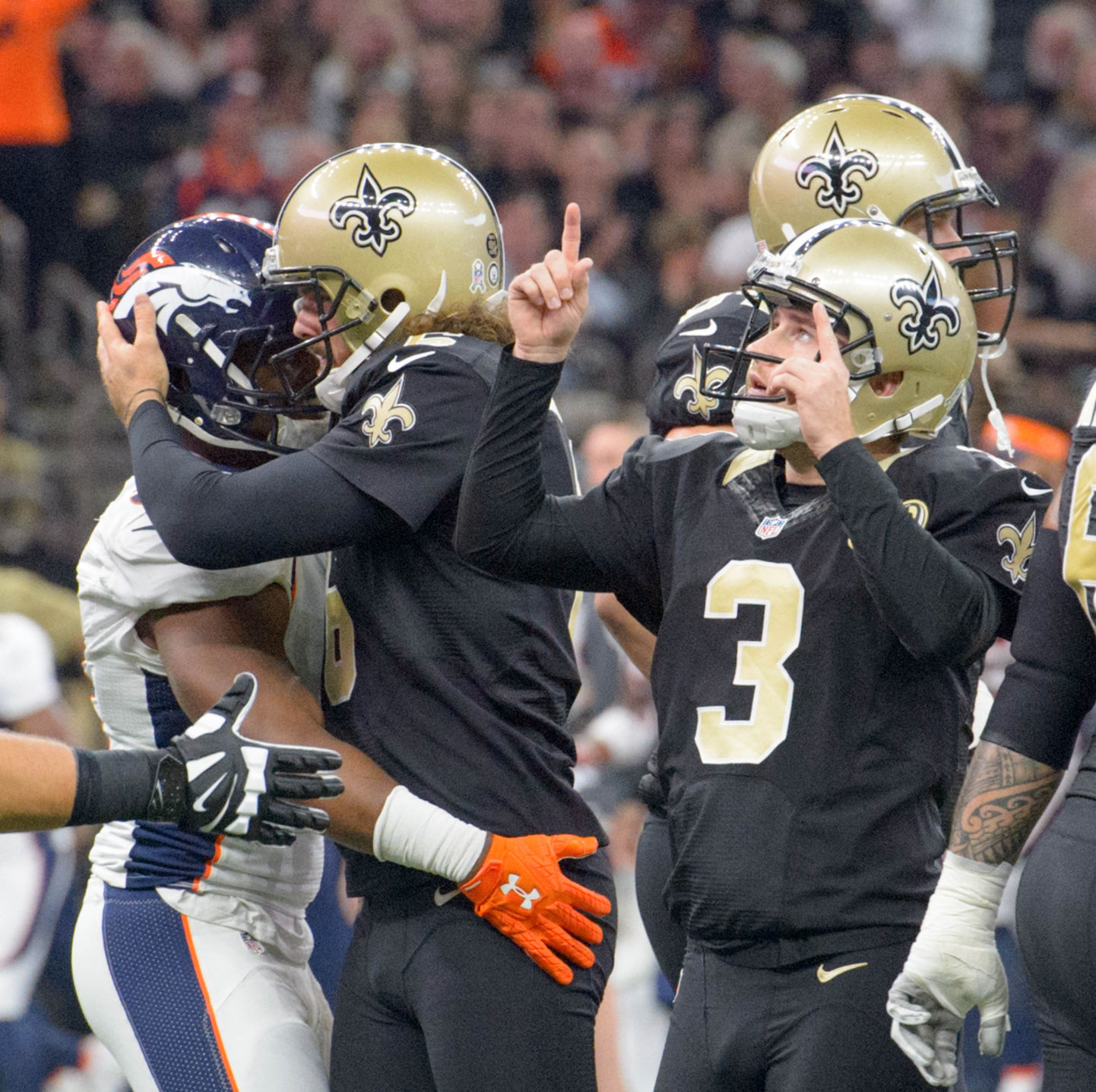 Broncos beat Saints on extra-point return touchdown