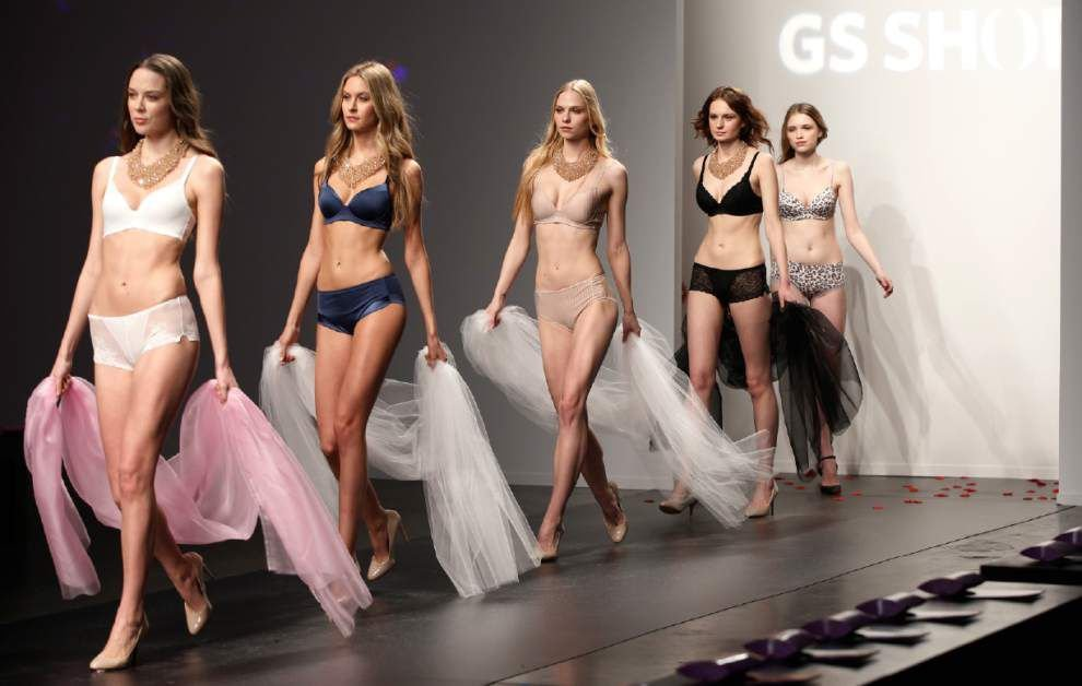 Models in Spanx kick off New York Fashion Week _lowres