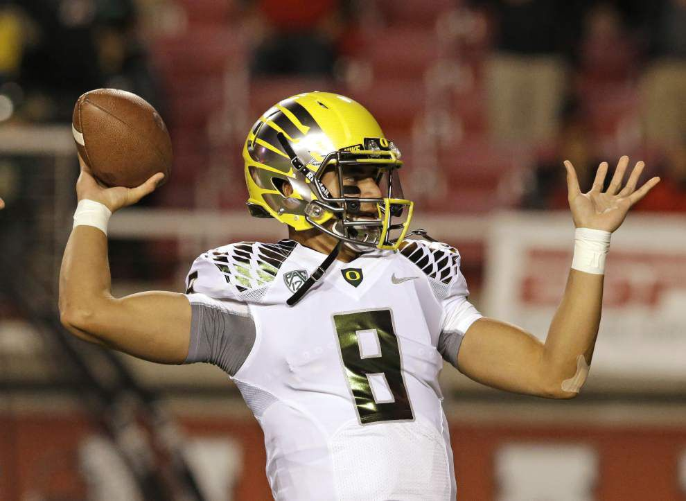 CFP title game preview: Oregon's Marcus Mariota, Ohio State's Cardale Jones are a contrast at quarterback _lowres