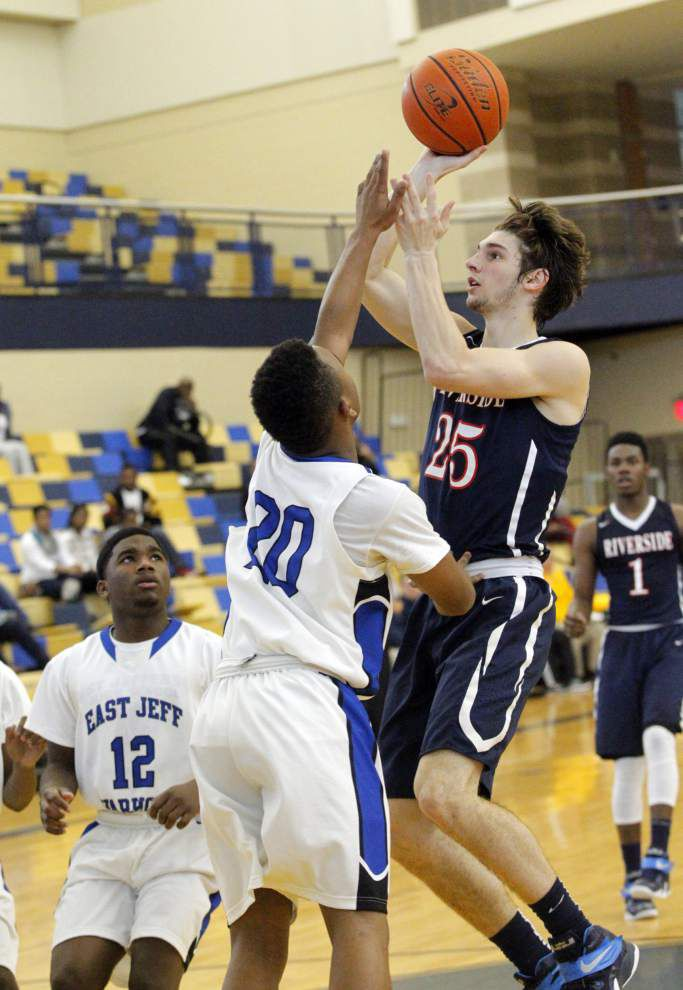 Riverside cruises past East Jefferson _lowres
