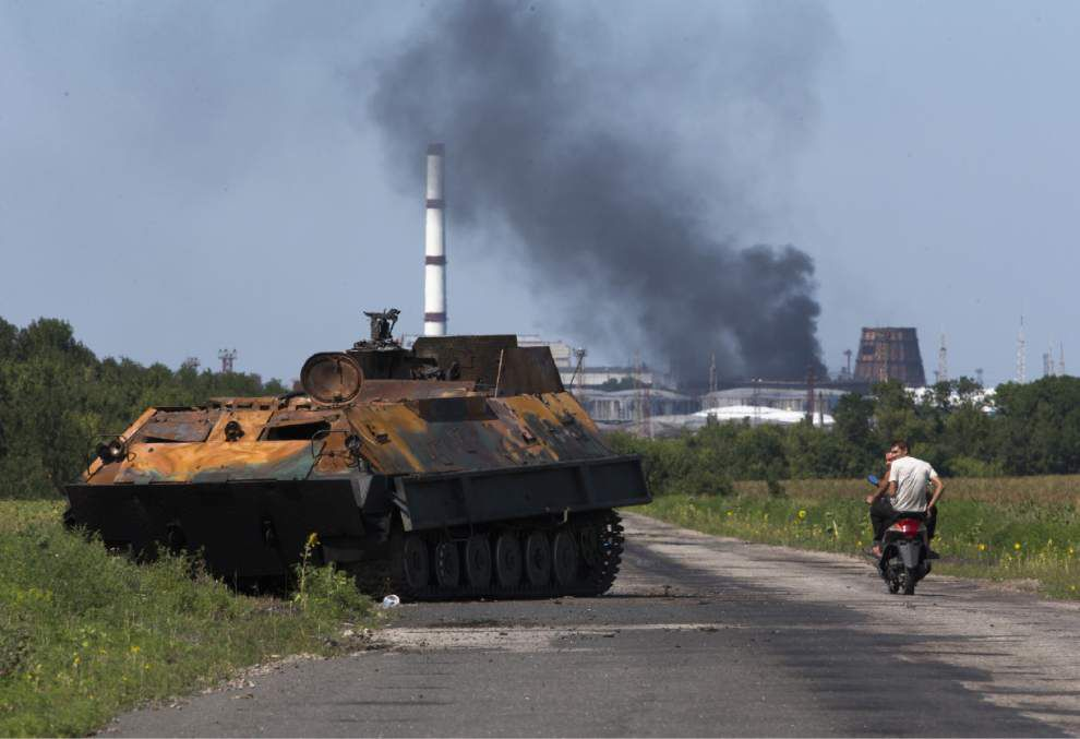 Fighting intensifies near MH17 disaster site _lowres