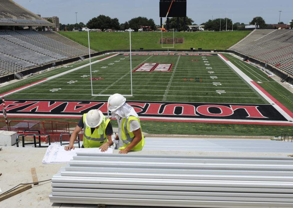 UL-Lafayette sets football season ticket sales record _lowres
