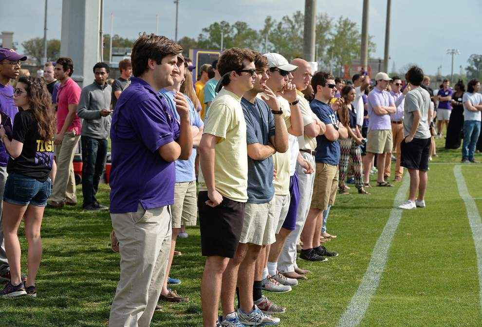 Live chat during the LSU spring football game _lowres
