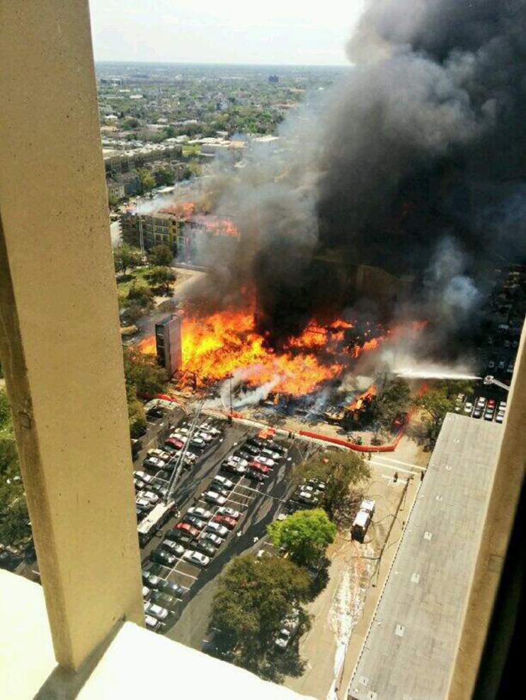 Rescue caught on video as Houston building burns _lowres