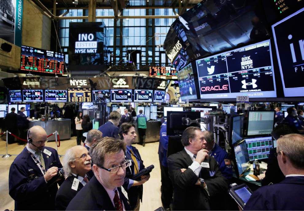 Stocks edge higher as investors assess earnings _lowres