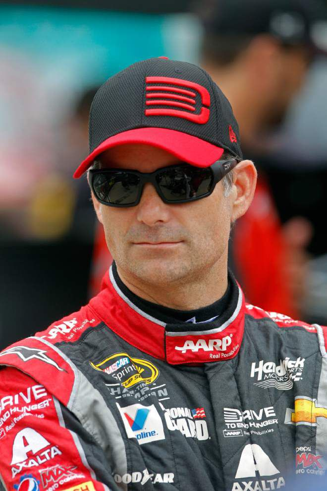 Jeff Gordon says Tony Stewart could run strong in Atlanta _lowres