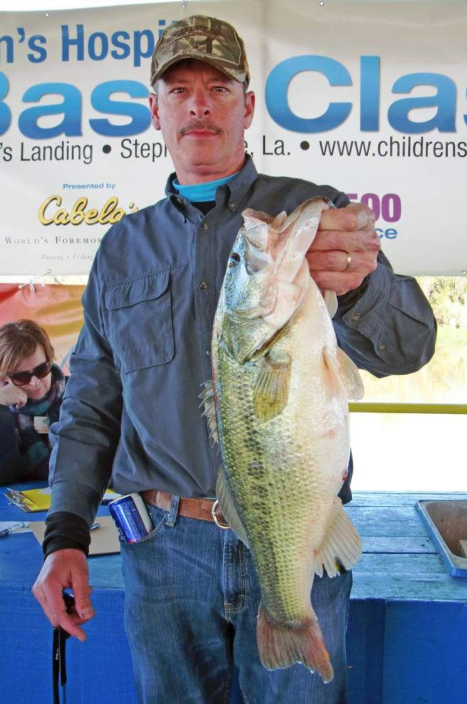 Winning stringer under 18 pounds for Children's Hospital Bass Classic _lowres